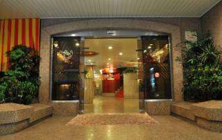 基隆華國商務飯店大門24小時開啟